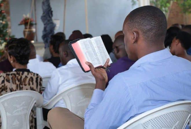 Bibliya ntigiteye isoni kugendana